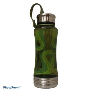 LULULEMON 18oz green omega water bottle